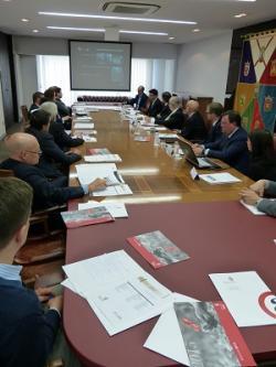 Una veintena de empresas alavesas se reúnen con el Embajador de Colombia en España