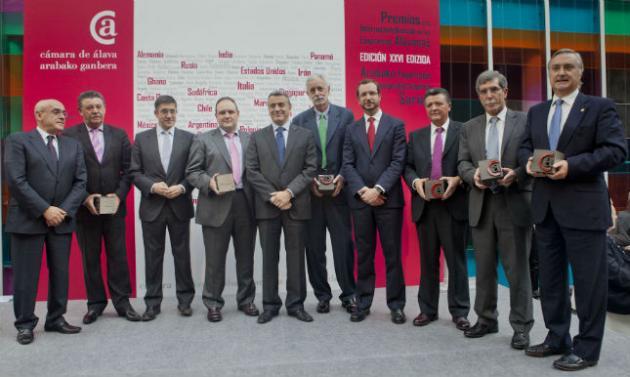 La Cámara de Álava premia el esfuerzo de las empresas de automoción y tubos por internacionalizar su actividad