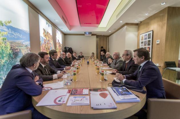 Una delegación de Miami-Dade se reúne con instituciones alavesas