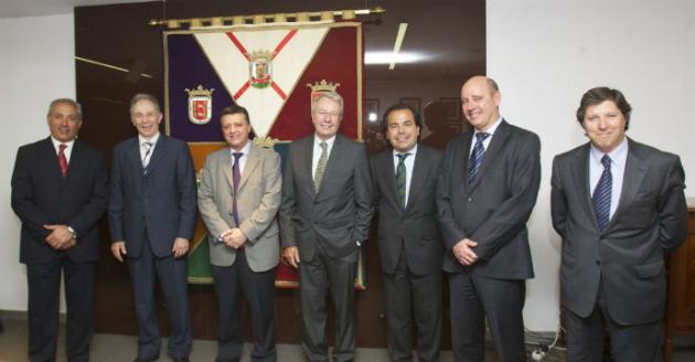 El embajador de Suiza visita la Cámara de Álava para potenciar las relaciones comerciales