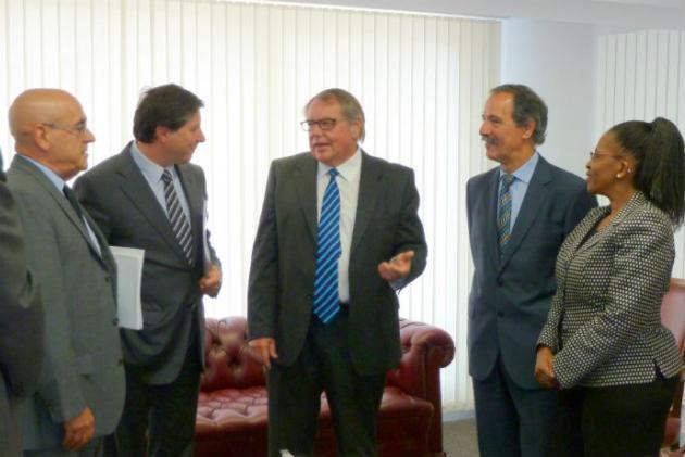 La Cámara de Álava recibe la visita de la embajadora de Sudáfrica en España